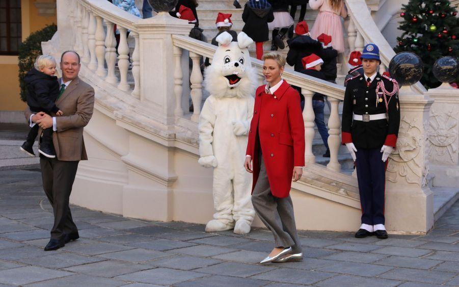 Charlène De Monaco, Le Prince Albert Et Leurs Jumeaux Gabriella Et Jacques À L'arbre De Noël Du Palais 15