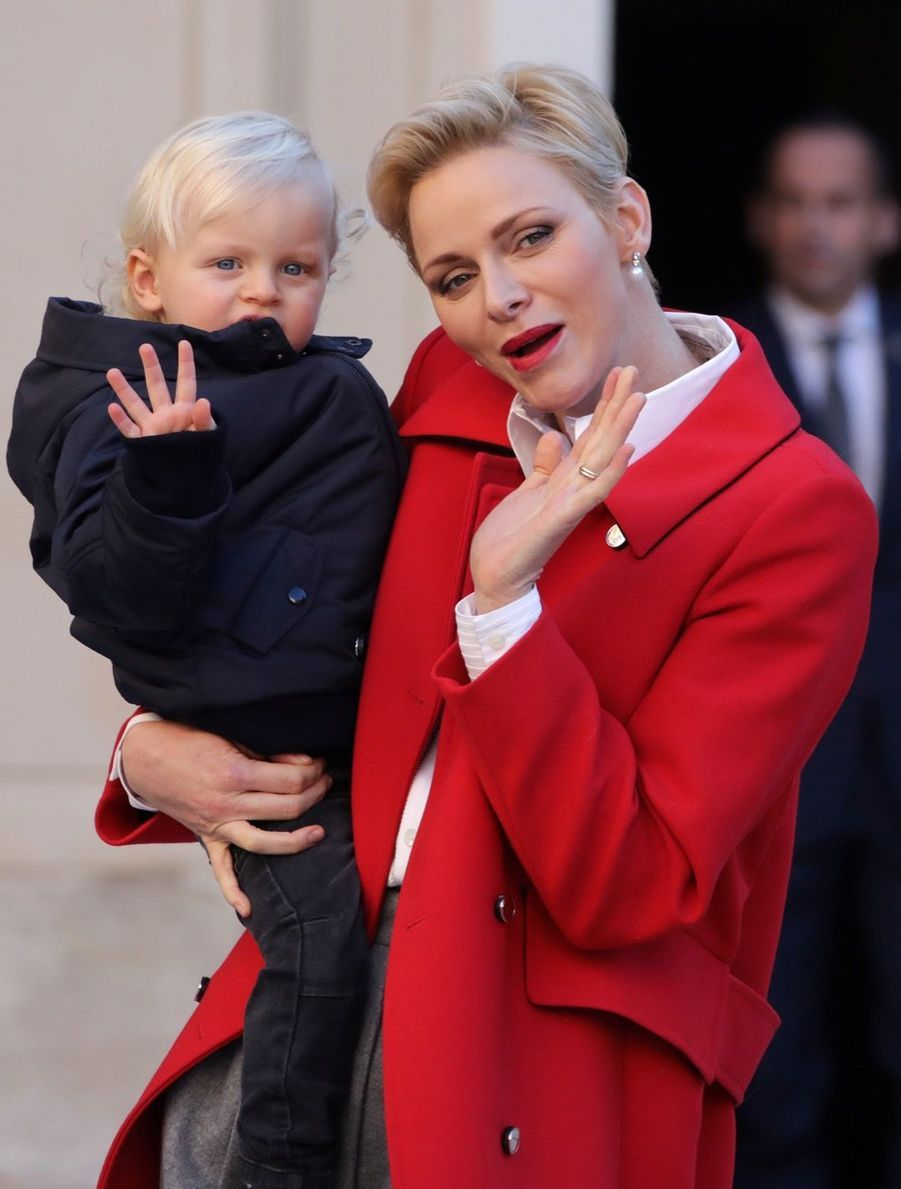 Charlène De Monaco, Le Prince Albert Et Leurs Jumeaux Gabriella Et Jacques À L'arbre De Noël Du Palais 18