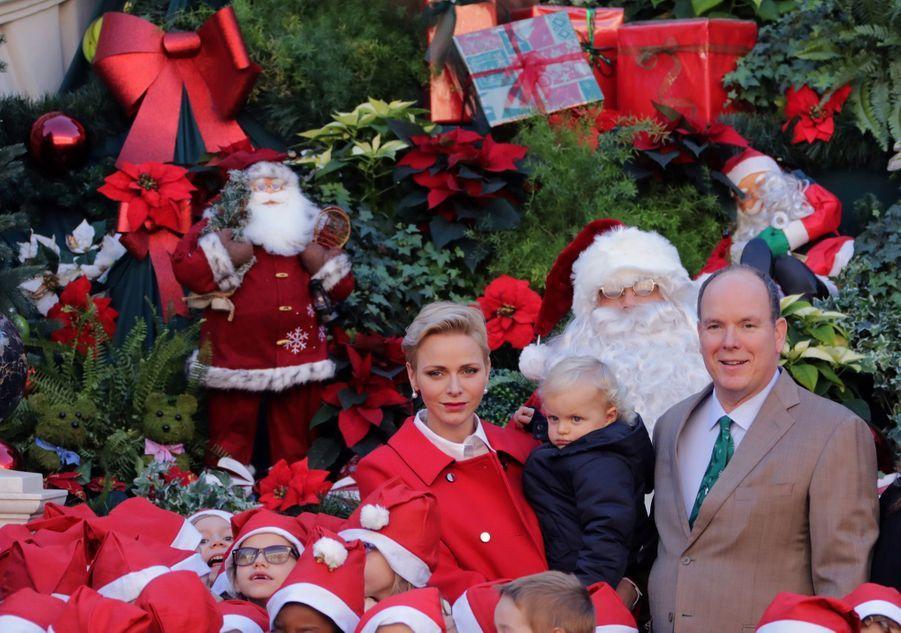 Charlène De Monaco, Le Prince Albert Et Leurs Jumeaux Gabriella Et Jacques À L'arbre De Noël Du Palais 2