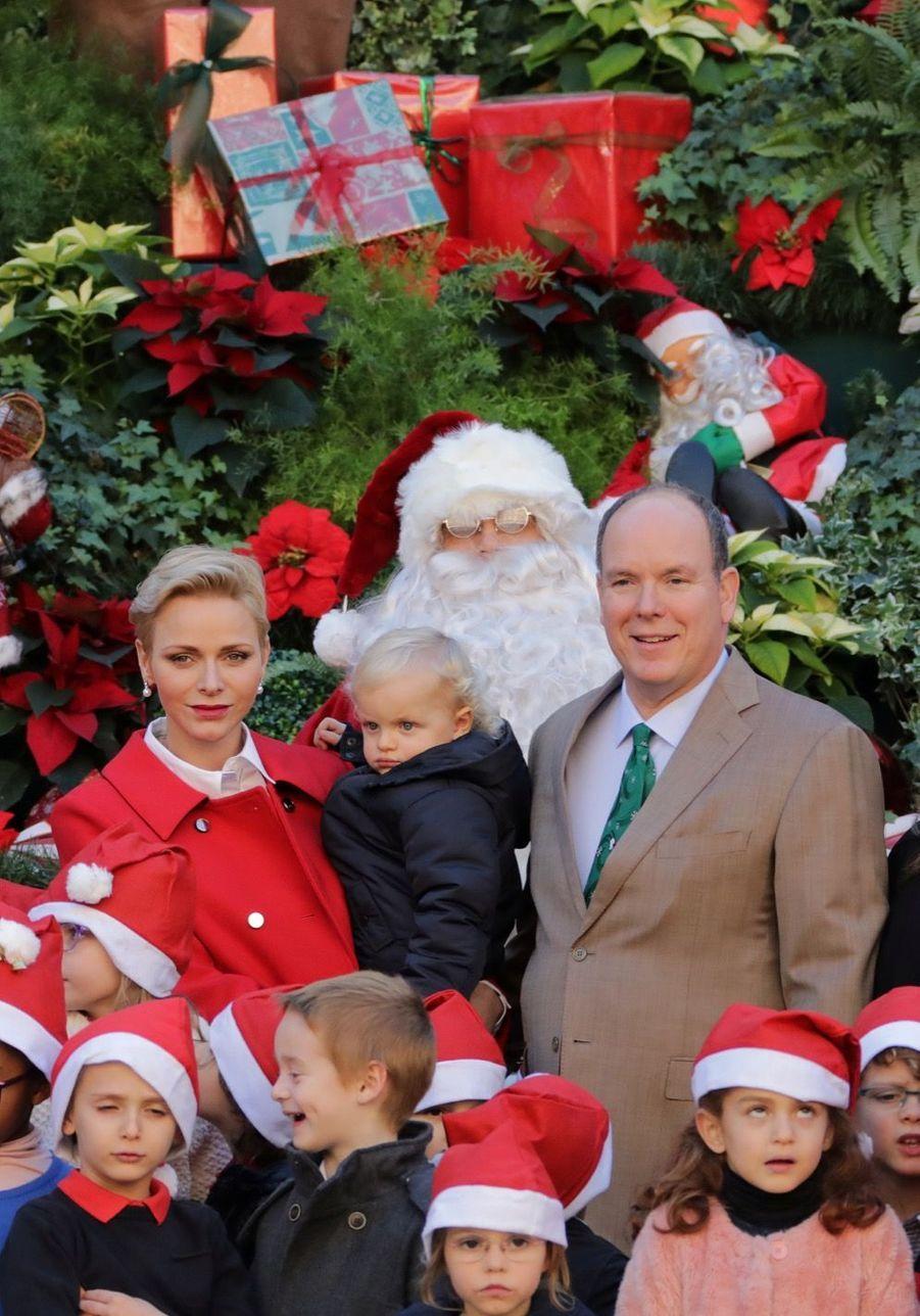 Charlène De Monaco, Le Prince Albert Et Leurs Jumeaux Gabriella Et Jacques À L'arbre De Noël Du Palais 20