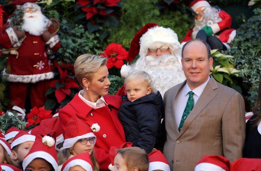 Charlène De Monaco, Le Prince Albert Et Leurs Jumeaux Gabriella Et Jacques À L'arbre De Noël Du Palais 3