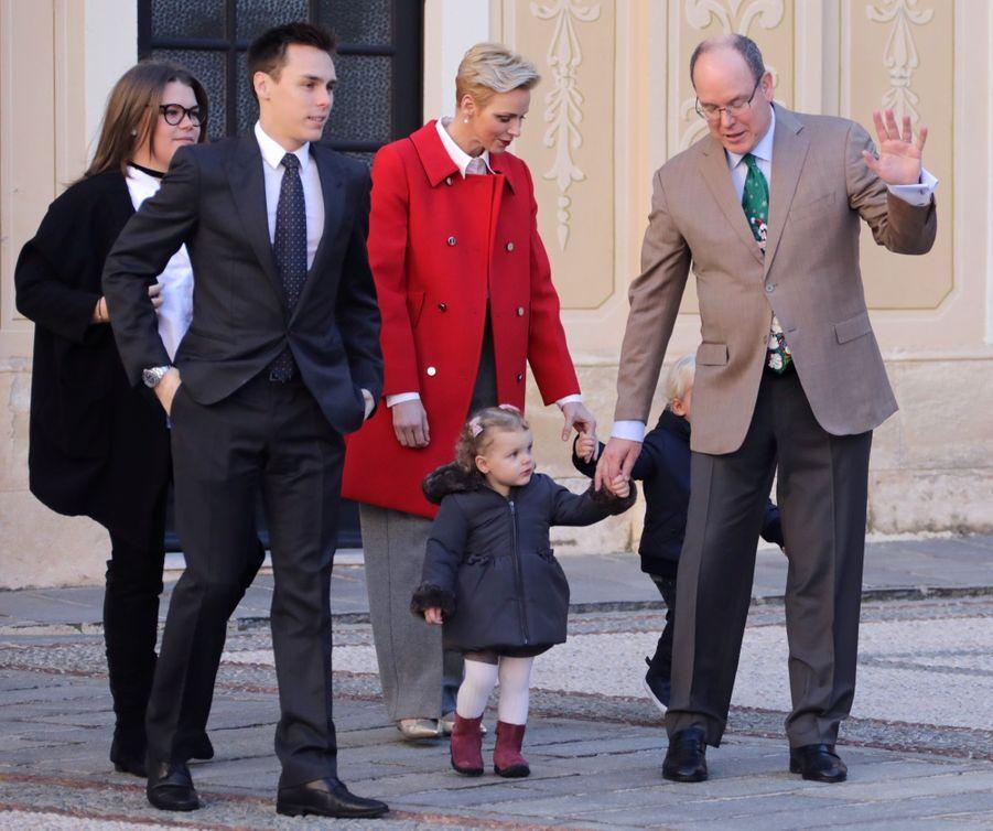 Charlène De Monaco, Le Prince Albert Et Leurs Jumeaux Gabriella Et Jacques À L'arbre De Noël Du Palais 35