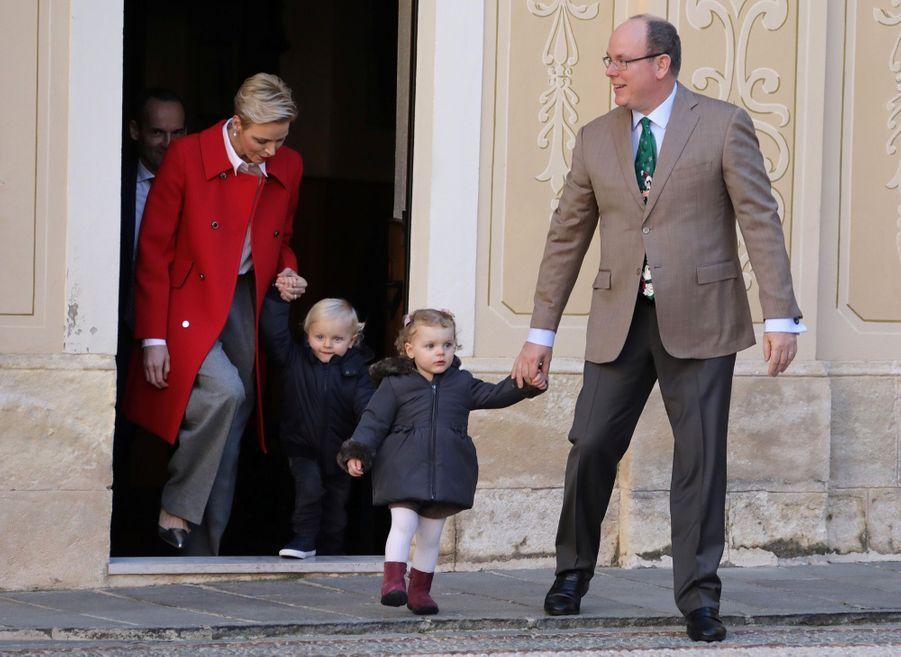 Charlène De Monaco, Le Prince Albert Et Leurs Jumeaux Gabriella Et Jacques À L'arbre De Noël Du Palais 36