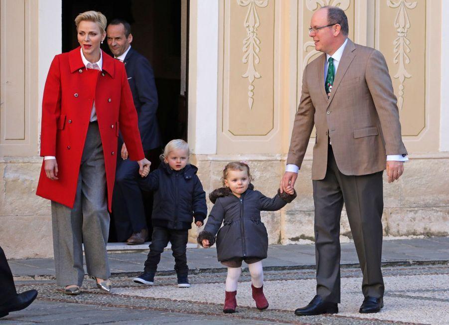 Charlène De Monaco, Le Prince Albert Et Leurs Jumeaux Gabriella Et Jacques À L'arbre De Noël Du Palais 4