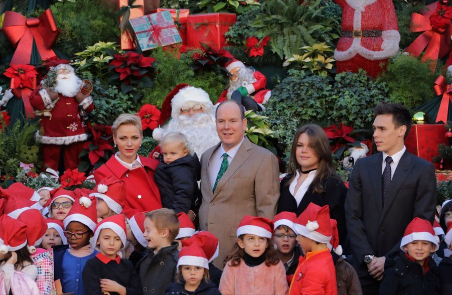 Charlène De Monaco, Le Prince Albert Et Leurs Jumeaux Gabriella Et Jacques À L'arbre De Noël Du Palais 5