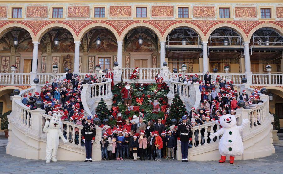 Charlène De Monaco, Le Prince Albert Et Leurs Jumeaux Gabriella Et Jacques À L'arbre De Noël Du Palais 7