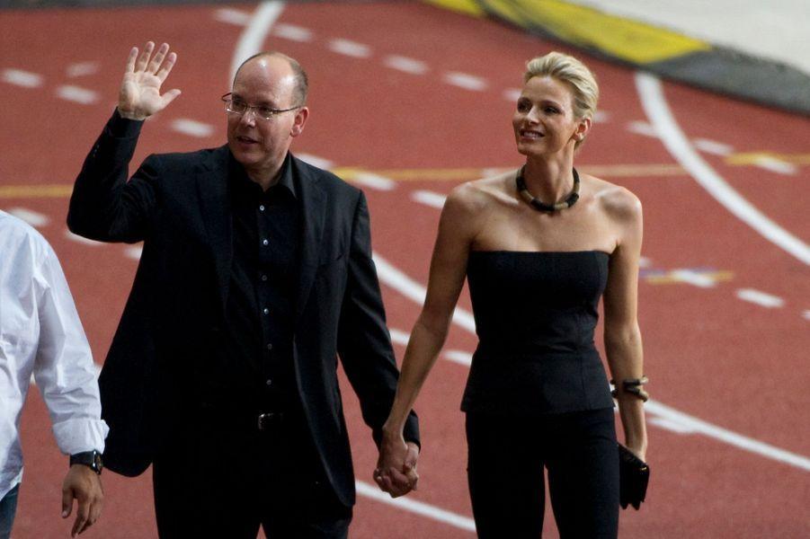 Charlène Wittstock et le prince Albert II de Monaco, la veille de leur mariage civil, au stade Louis-II à Monaco, le 30 juin 2011