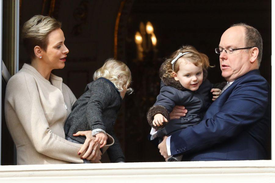 La princesse Charlène et le prince Albert II de Monaco avec le prince Jacques et la princesse Gabriella à Monaco le 27 janvier 2017