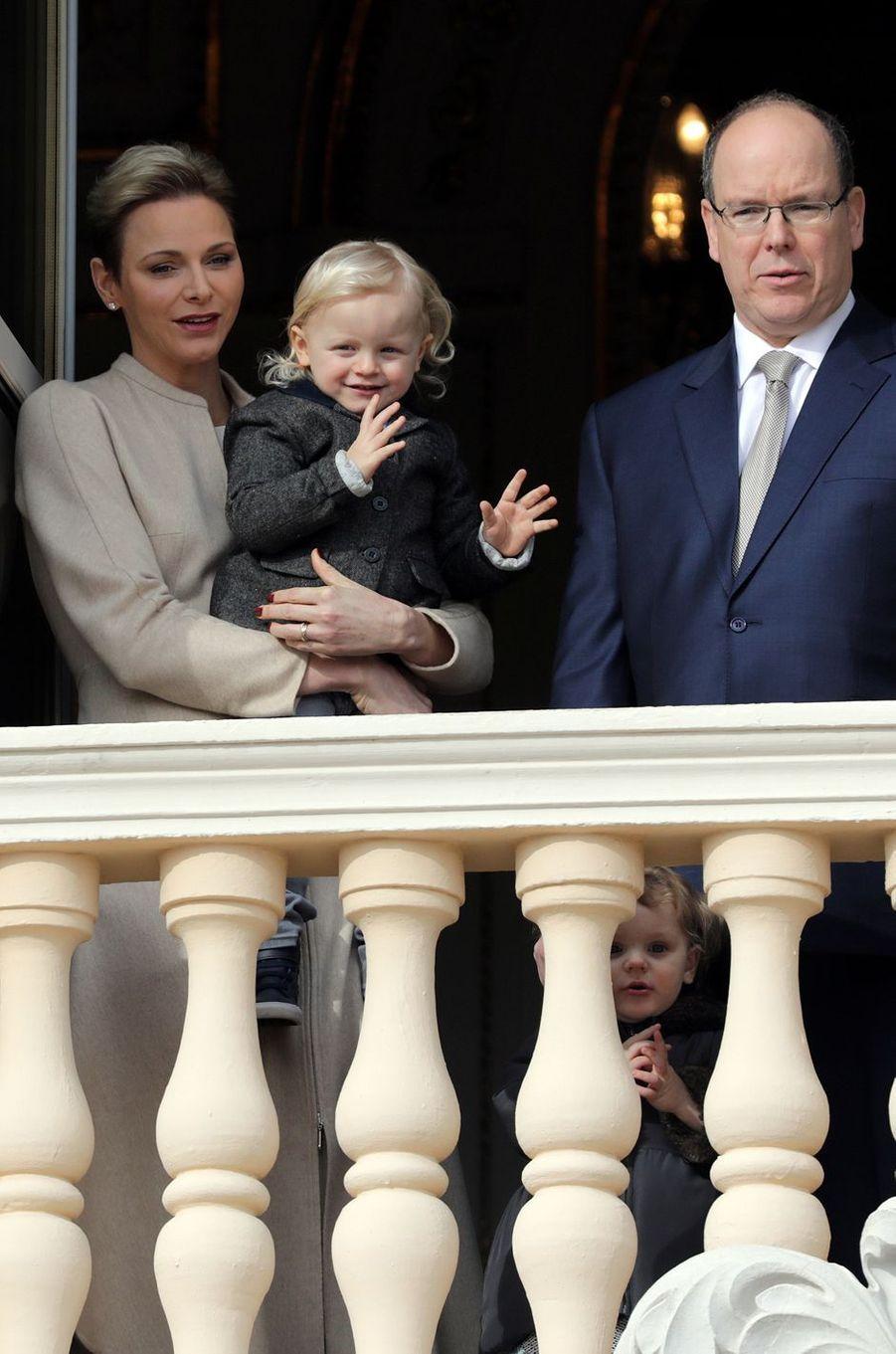 Jacques et Gabriella au balcon avec Charlène et Albert II de Monaco