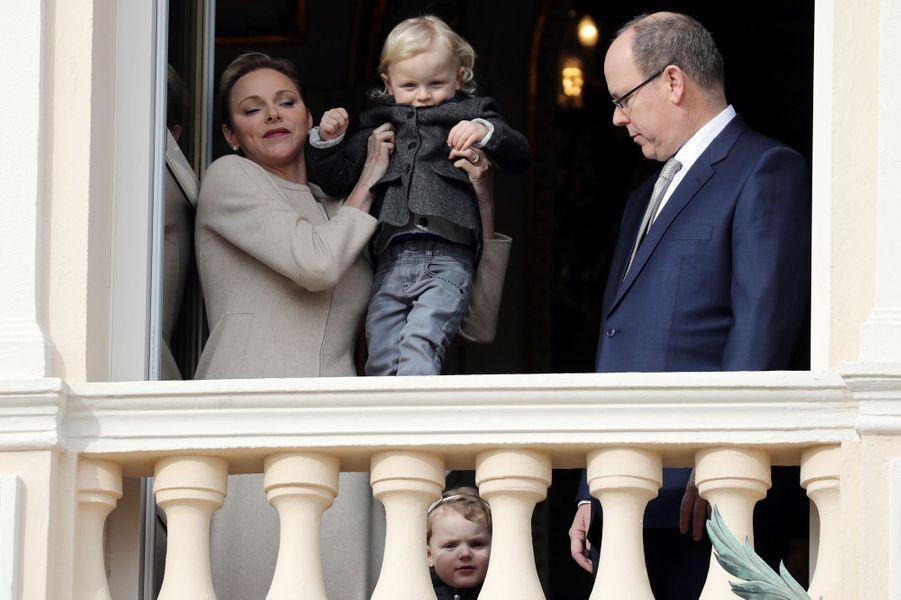 La princesse Charlène et le prince Albert II de Monaco avec le prince Jacques à Monaco le 27 janvier 2017