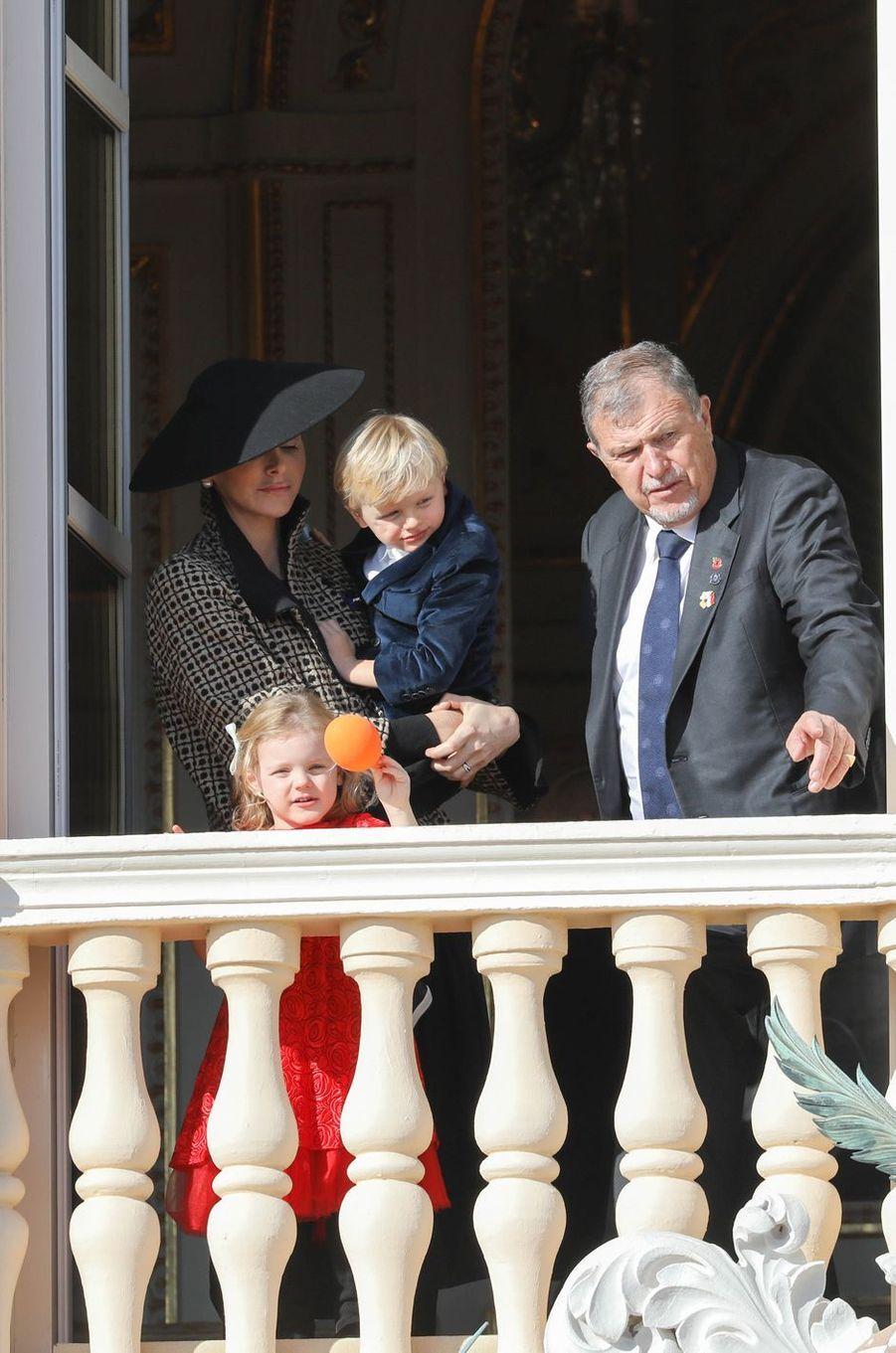 La princesse Gabriella et le prince Jacques de Monaco avec la princesse Charlène et son père, à Monaco le 19 novembre 2018