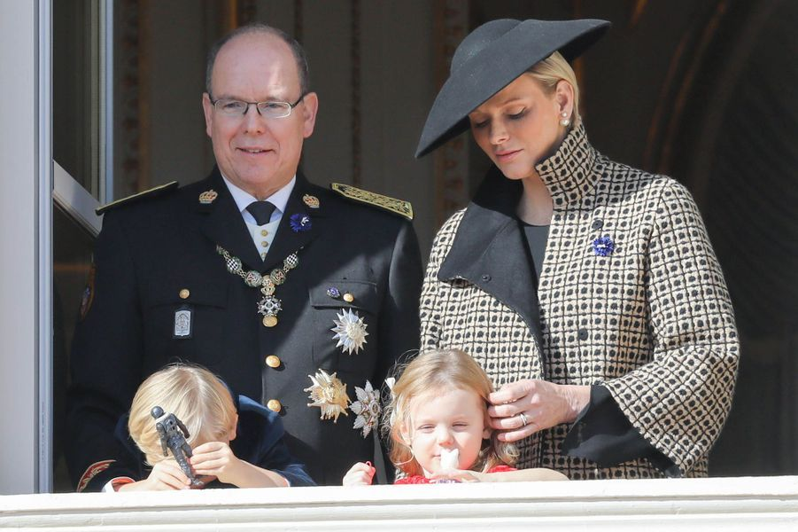 Le prince Jacques et la princesse Gabriella de Monaco avec le prince Albert II et la princesse Charlène, à Monaco le 19 novembre 2018