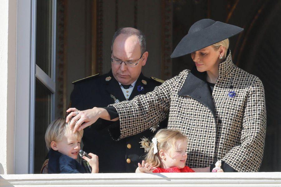 Le prince Jacques et la princesse Gabriella de Monaco avec leurs parents, à Monaco le 19 novembre 2018