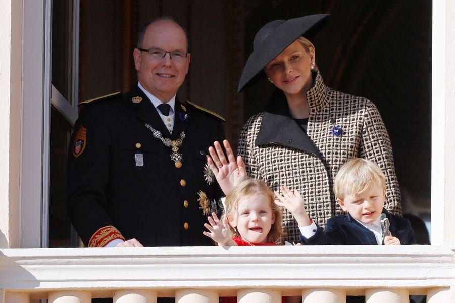 La princesse Gabriella et le prince Jacques de Monaco avec leurs parents, à Monaco le 19 novembre 2018
