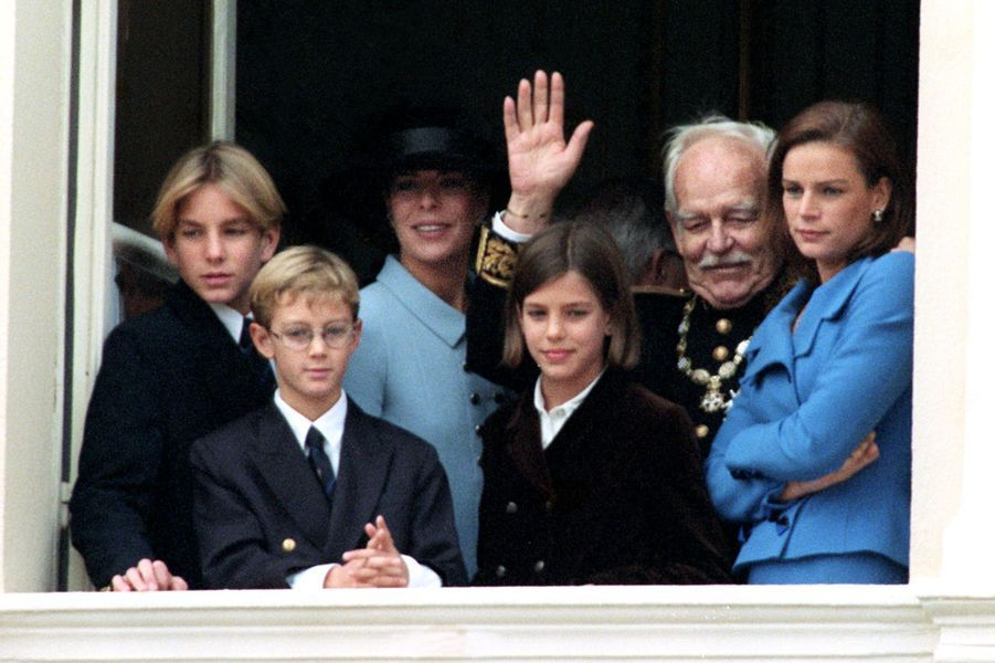 Charlotte Casiraghi avec la famille princière le 19 novembre 1997