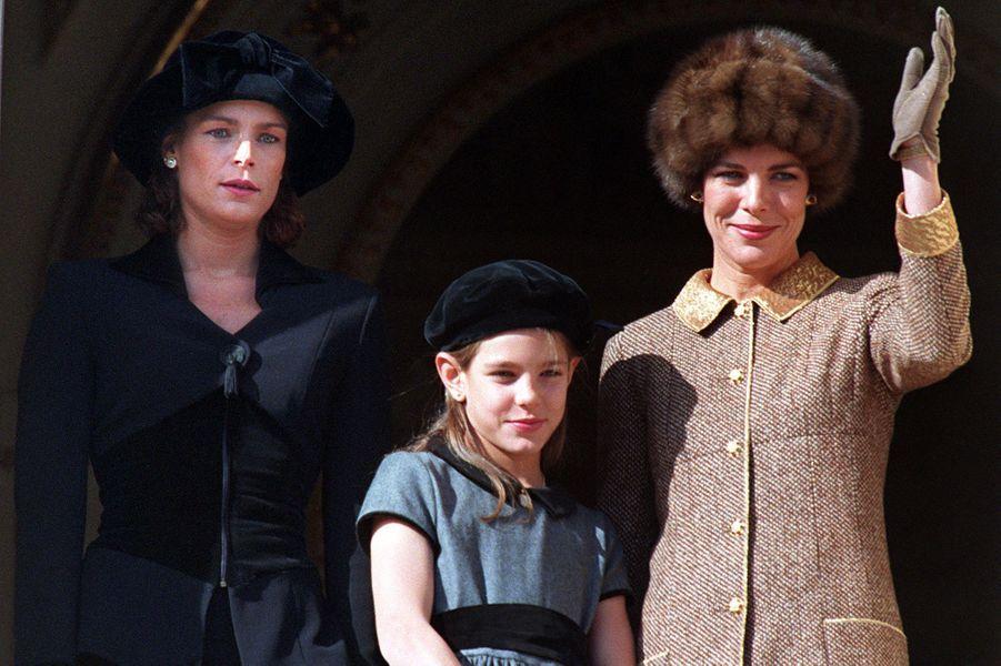 Charlotte Casiraghi avec les princesses Caroline et Stéphanie de Monaco le 19 novembre 1996
