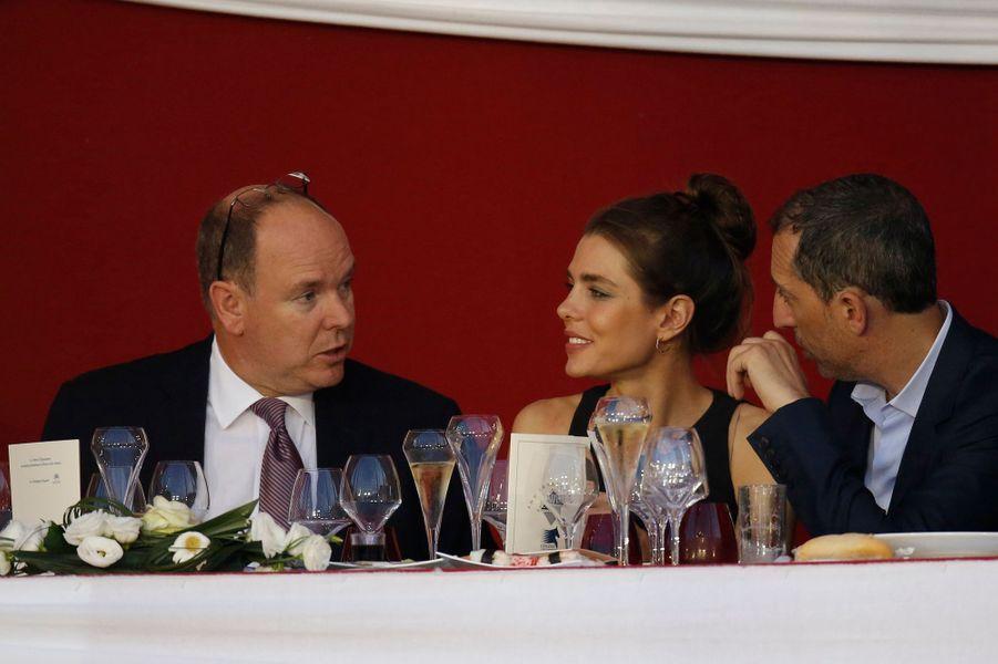 Charlotte Casiraghi et Gad Elmaleh avec le prince Albert II de Monaco au Jumping de Monaco, le 27 juin 2015