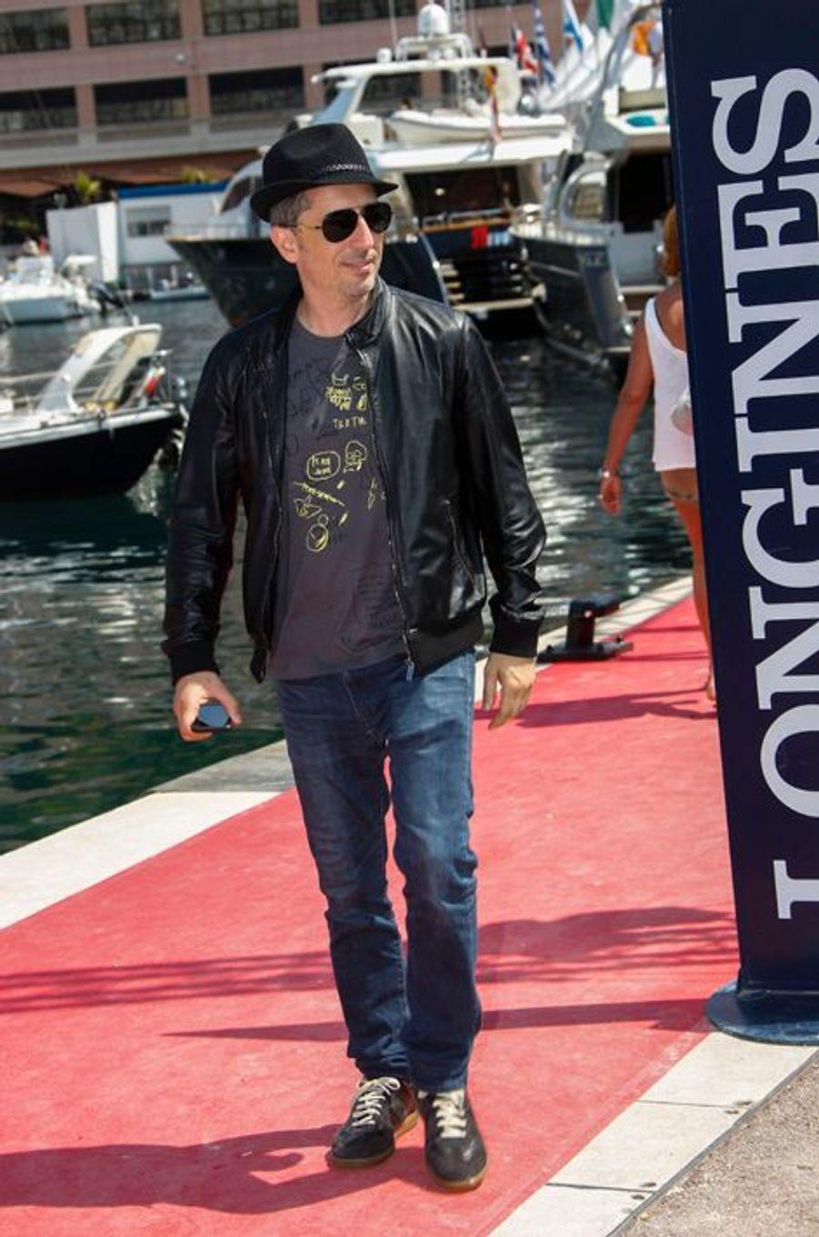 Gad Elmaleh arrive au Jumping de Monaco, le 27 juin 2015