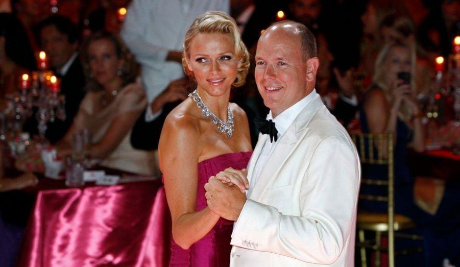 Pour le premier grand rendez-vous après leur mariage début juillet, Charlène et Albert étaient resplendissants au 63e Gala de la Croix Rouge, en août.