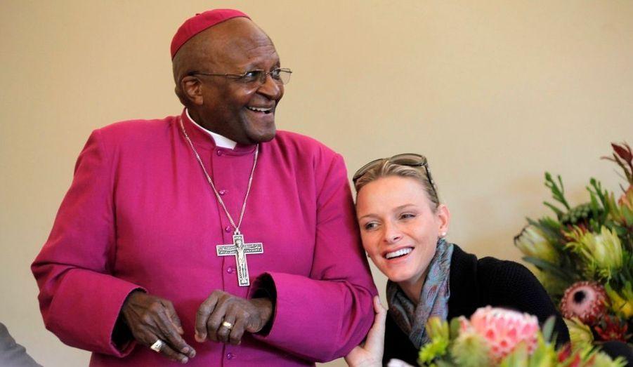 En voyage de noces en Afrique du Sud, l'épouse d'Albert en a profité pour rencontrer au Cap le prix Nobel de la paix Desmond Tutu pour évoquer avec des questions humanitaires.