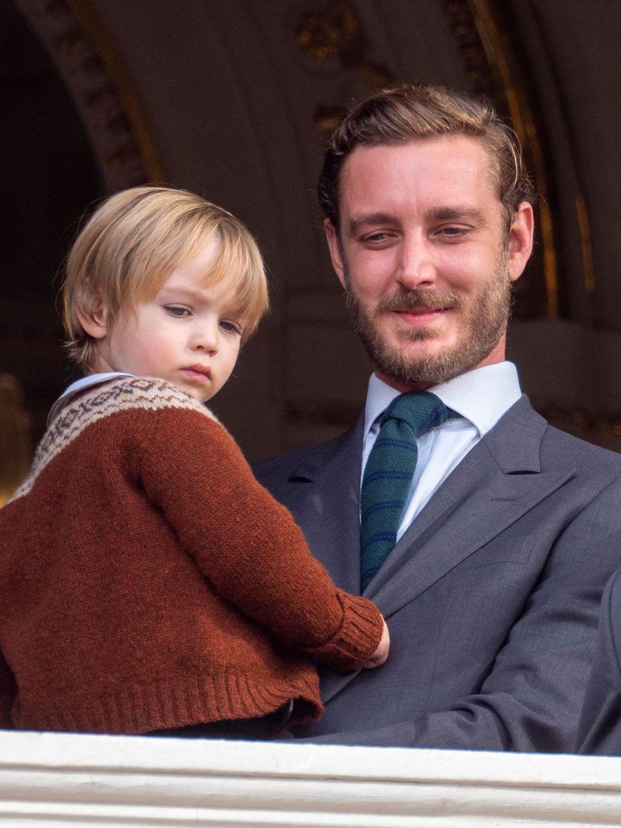 Stefano dans les bras de son père Pierre Casiraghi à Monaco, le 19 novembre 2019