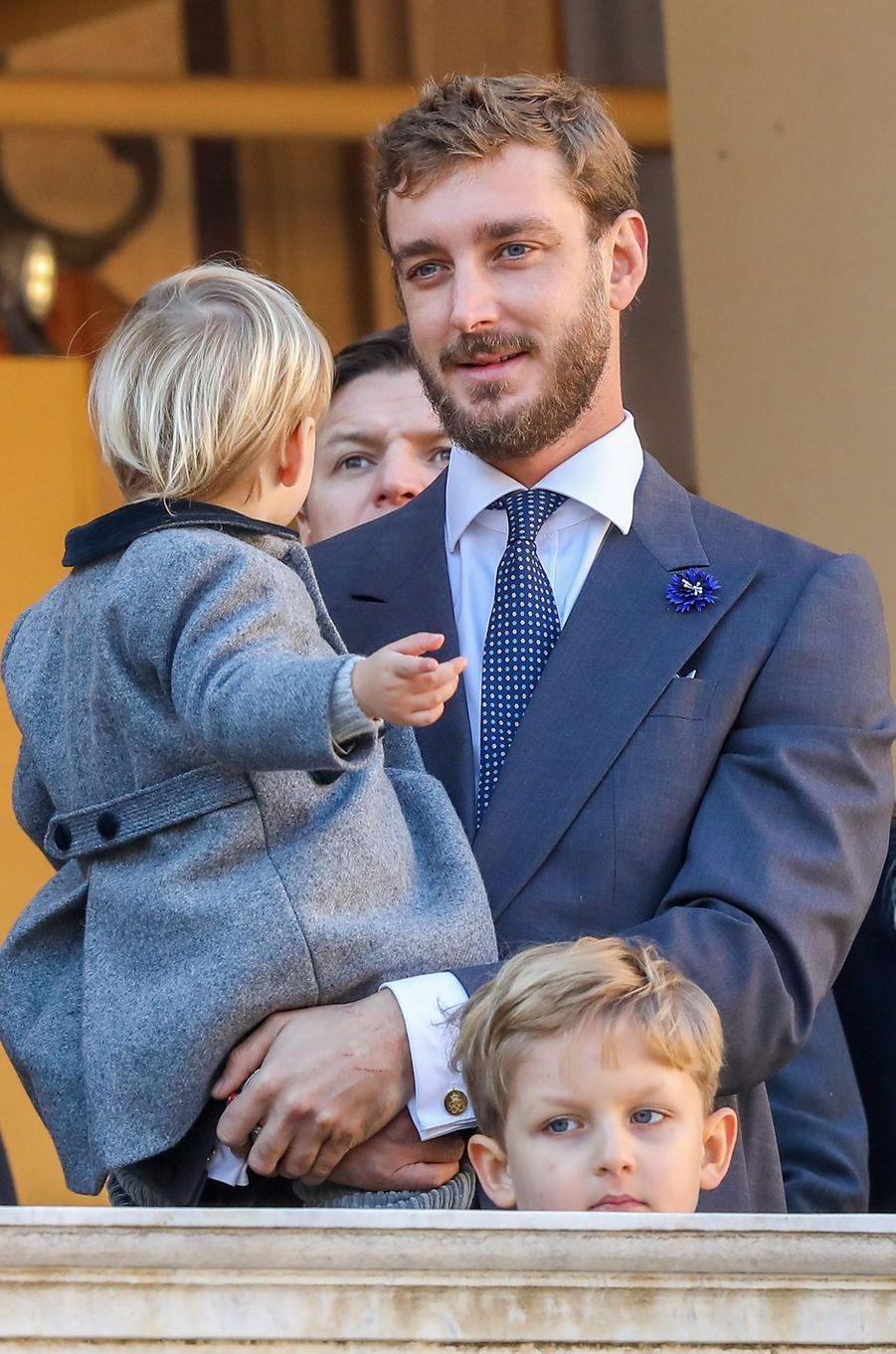 Pierre Casiraghi avec son fils Stefano à Monaco, le 19 novembre 2018