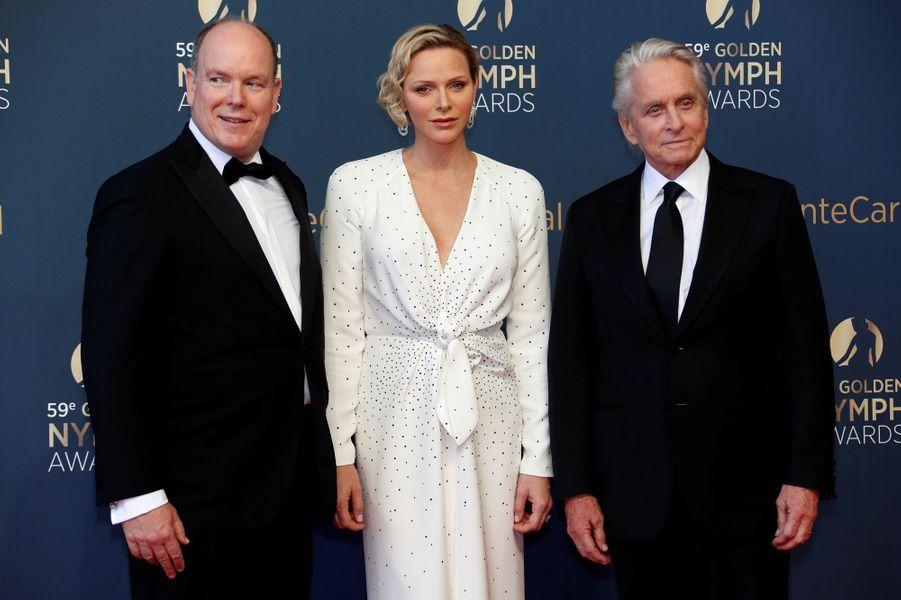 La princesse Charlène et le prince Albert II de Monaco avec Michael Douglas, à Monaco le 18 juin 2019