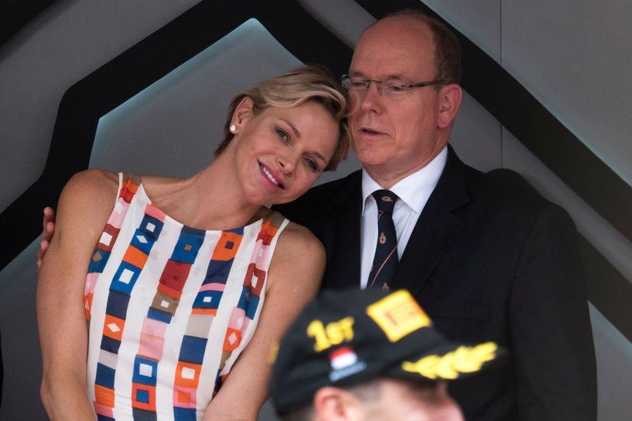 La princesse Charlène et le prince Albert II de Monaco complices à Monaco, le 27 mai 2018