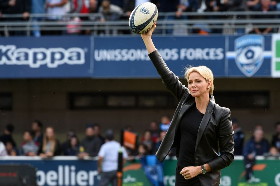 La princesse Charlène de Monaco donne le coup d'envoi d'un match à Montpellier, le 7 octobre 2018