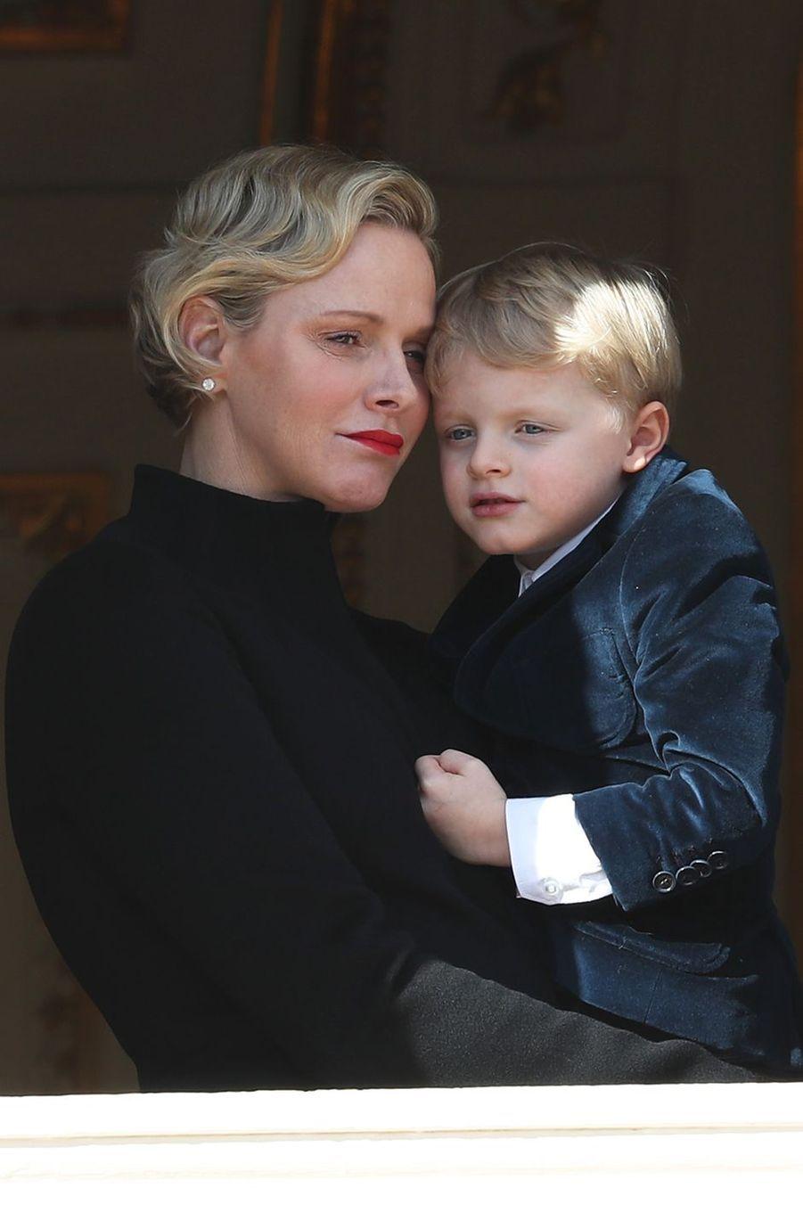 La princesse Charlène de Monaco avec son fils le prince Jacques, le 27 janvier 2017