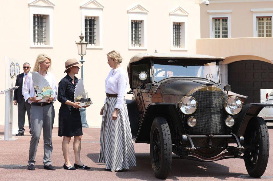 """La princesse Charlène de Monaco remet les trophées du concours """"Elégance et automobile à Monte-Carlo"""", à Monaco le 30 juin 2019"""