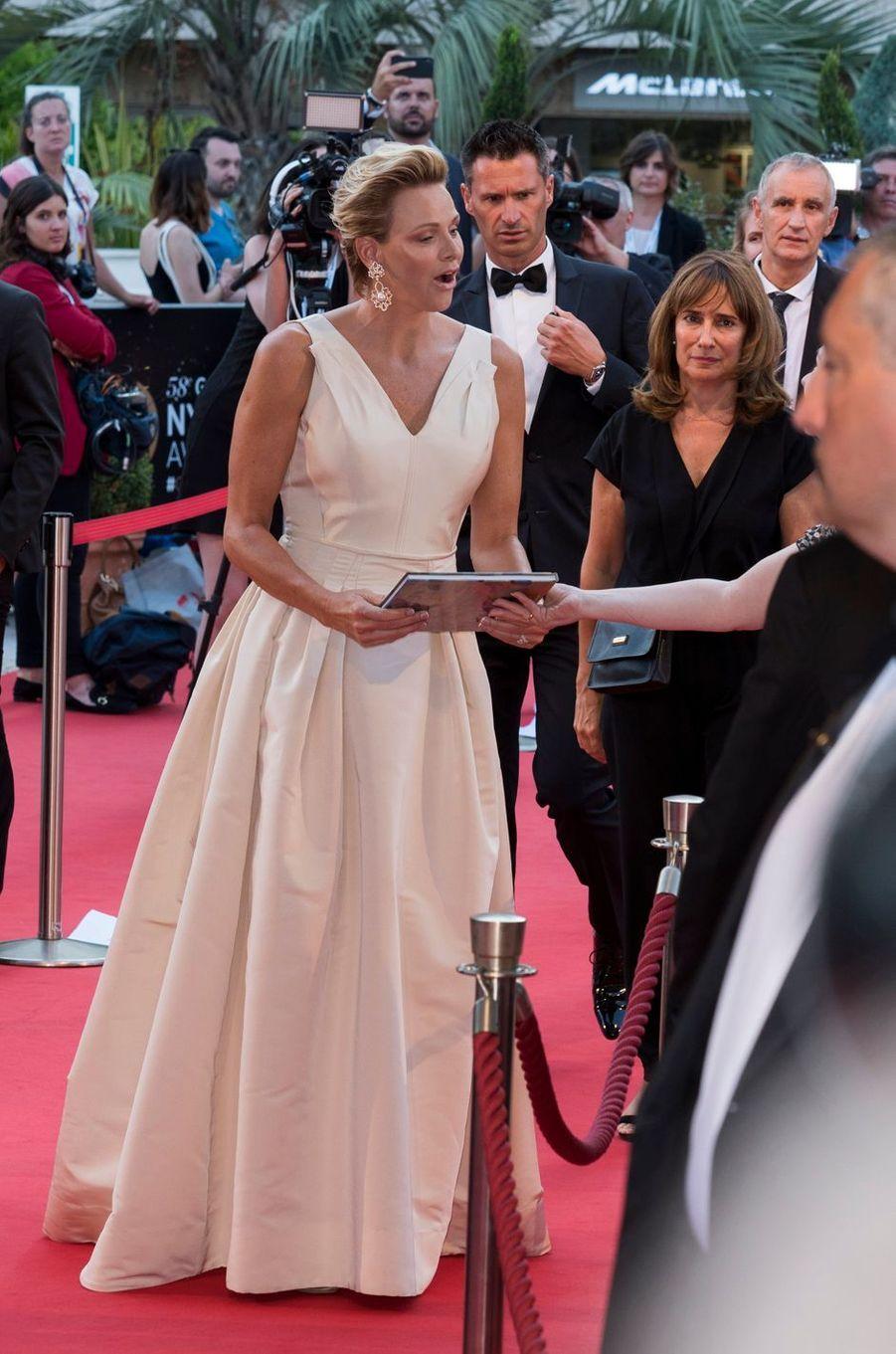 La princesse Charlène de Monaco dans une robe du soir Carolina Herrera à Monaco, le 19 juin 2018