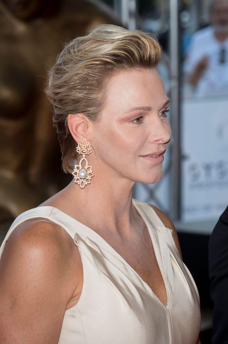Les boucles d'oreille de la princesse Charlène de Monaco, à Monaco le 19 juin 2018