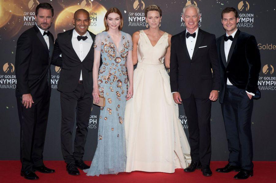 La princesse Charlène de Monaco avec Charles Esten, Amaury Nolasco, Eleanor Tomlinson, Neal Mcdonought et Justin Prentice à Monaco, le 19 juin 2018