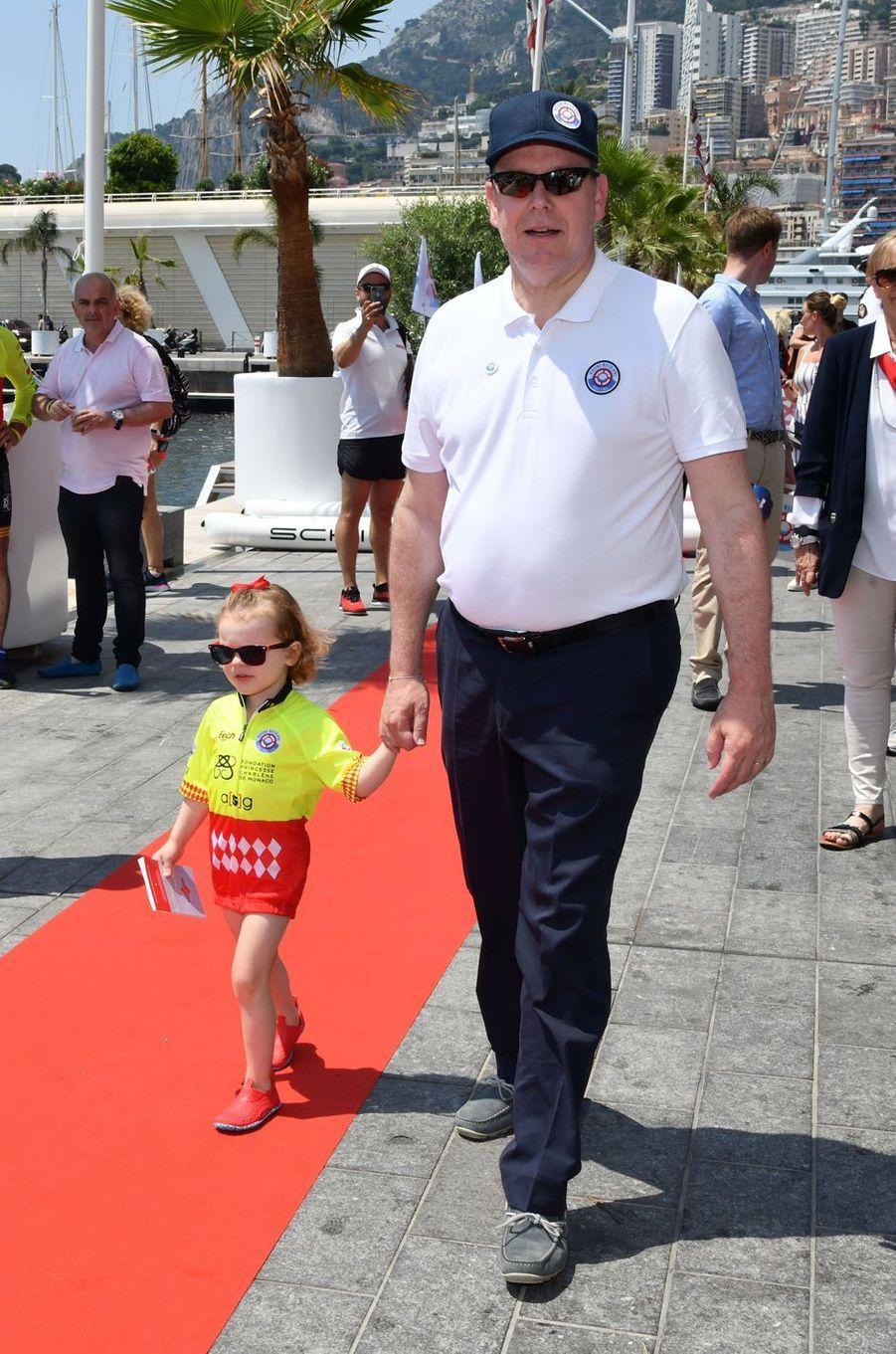 Le prince Albert II de Monaco et sa fille la princesse Gabriella à Monaco, le 17 juin 2018