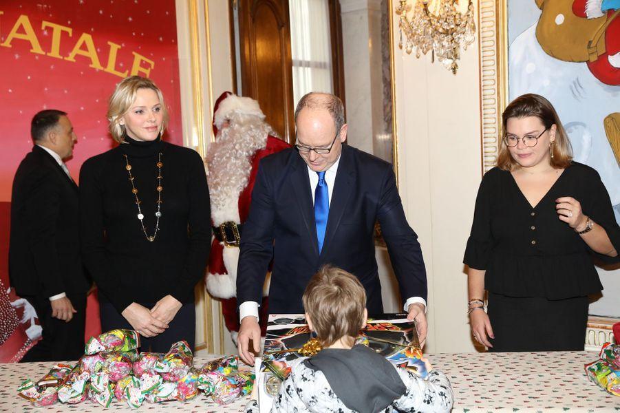 La princesse Charlène et le prince Albert II de Monaco avec Camille Gottlieb à Monaco, le 18 décembre 2019