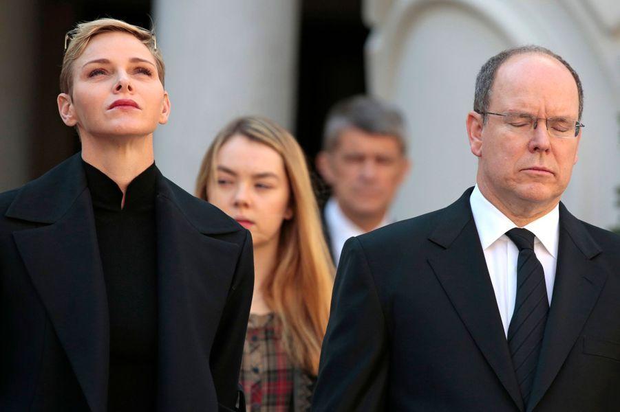 La princesse Charlène et le prince Albert II de Monaco avec la princesse Alexandra de Hanovre à Monaco, le 16 novembre 2015
