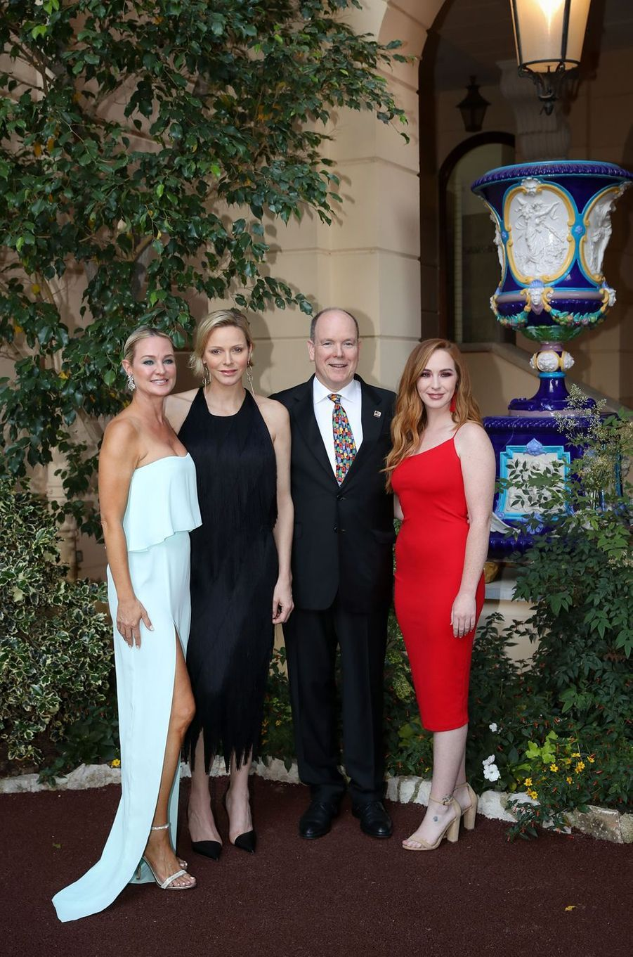 La princesse Charlène et le prince Albert II de Monaco avec Sharon Case et Camryn Grimes, à Monaco le 16 juin 2019