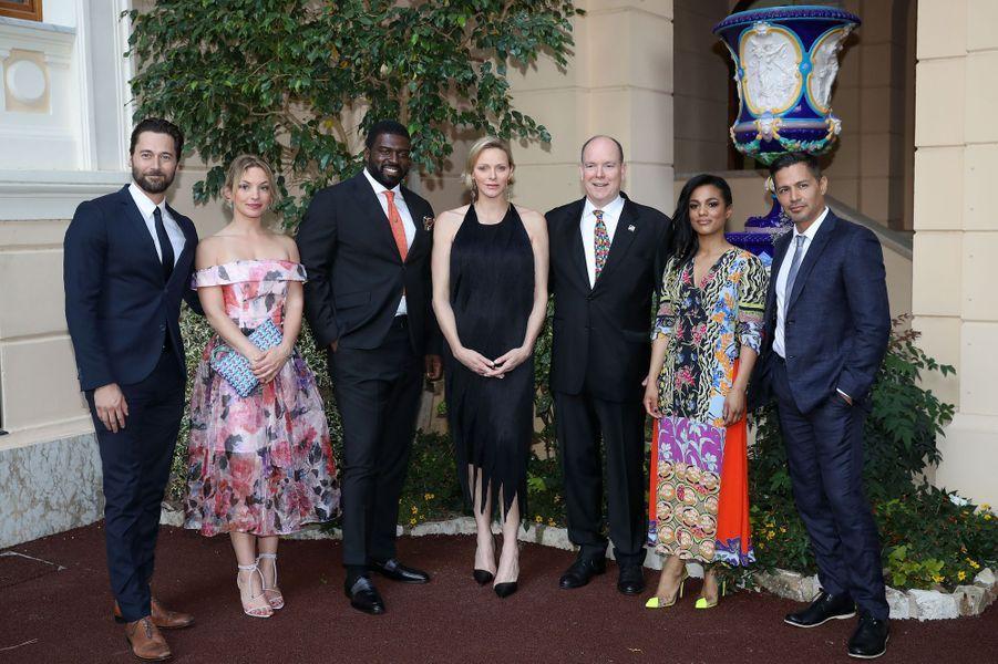 La princesse Charlène et le prince Albert II de Monaco avec Ryan Eggold, Perdita Weeks, Stephen Hill, Freema Agyeman et Jay Hernandez, à Monaco le 16 juin 2019