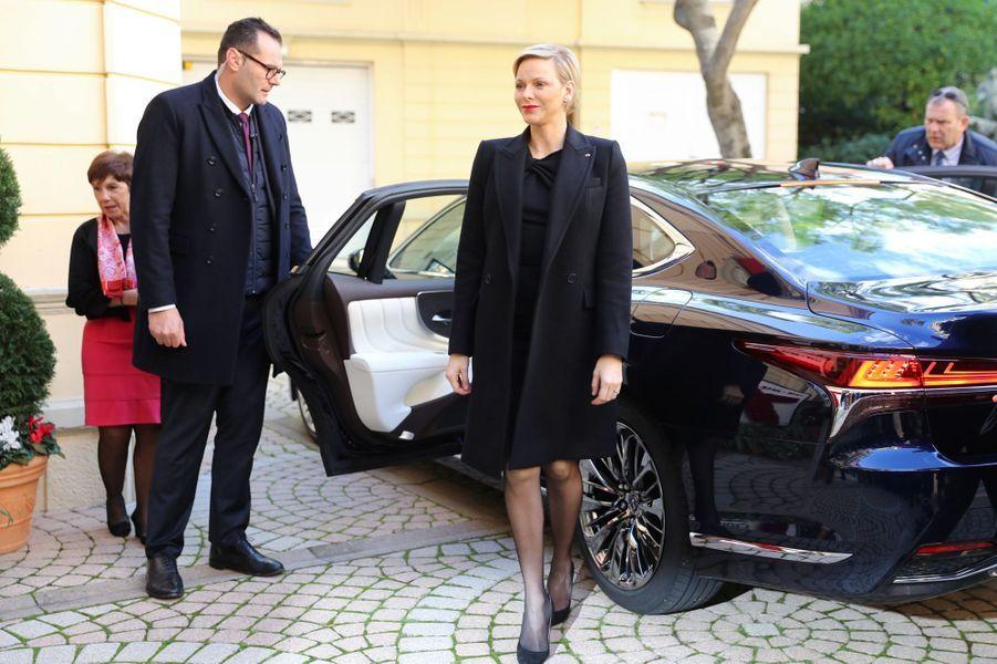 La princesse Charlène de Monaco, en total look black, à Monaco le 17 novembre 2018