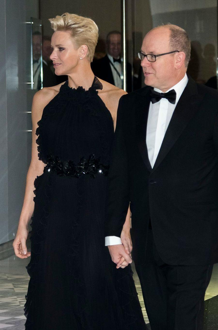 La princesse Charlène et le prince Albert II de Monaco, qui a rasé sa moustache, à Monaco, le 26 novembre 2017