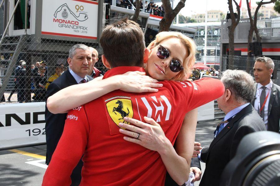 La princesse Charlène de Monaco avec le coureur monégasque Charles Leclerc, à Monaco le 26 mai 2019
