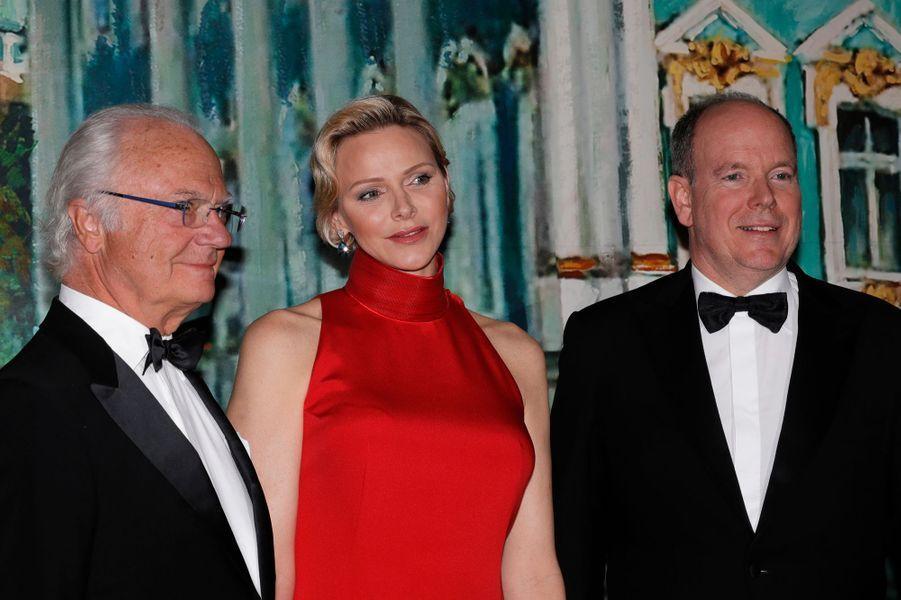 La princesse Charlène de Monaco avec le roi Carl XVI Gustaf de Suède et le prince Albert II de Monaco, à Monaco le 26 mai 2019