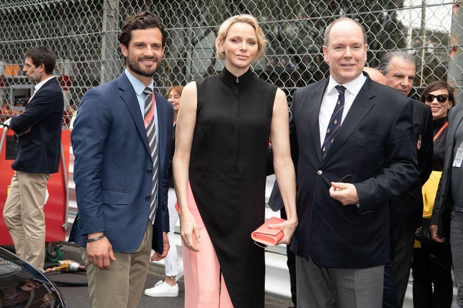 La princesse Charlène et le prince Albert II de Monaco avec le prince Carl Philip de Suède, à Monaco le 26 mai 2019