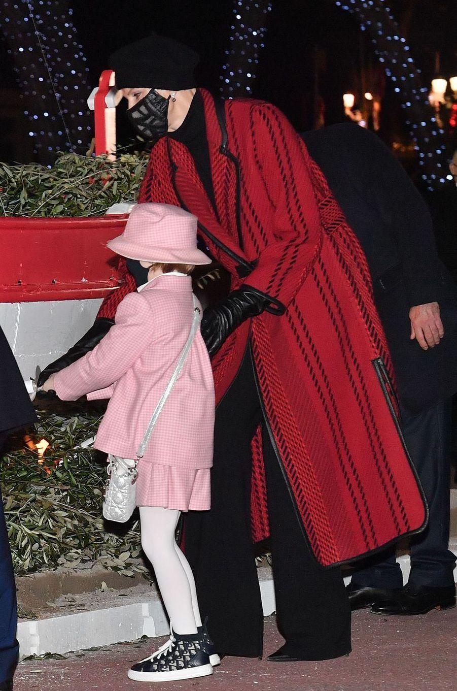 La princesse Charlène de Monaco en Akris, la princesse Gabriella de Monaco en Dior, à Monaco le 26 janvier 2021