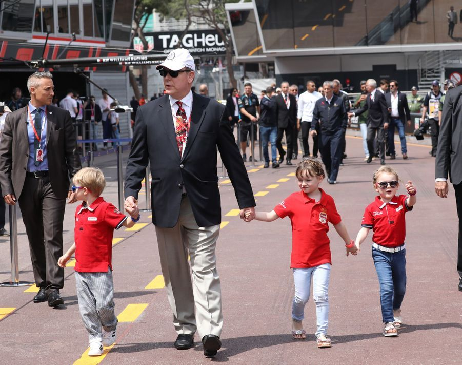 Le prince Albert II de Monaco avec ses jumeaux la princesse Gabriella et le prince Jacques et sa nièce Kaia-Rose Wittstock au Grand Prix de Monaco, le 25 mai 2019