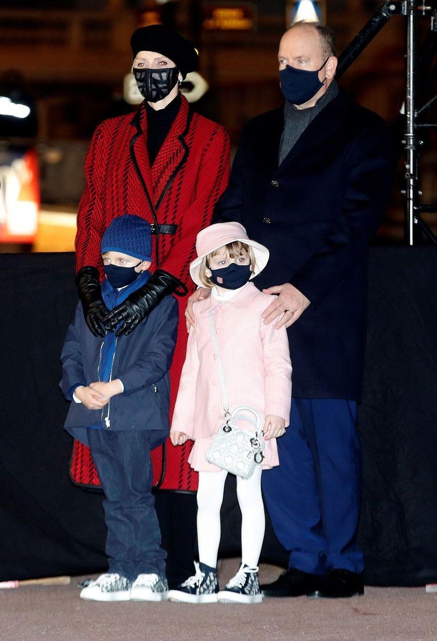 La princesse Charlène et le prince Albert II de Monaco avec leurs jumeaux, à Monaco le 26 janvier 2021