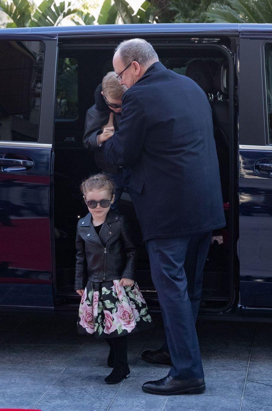 La princesse Gabriella et le prince Jacques de Monaco avec le prince Albert II à Monaco, le 22 février 2019