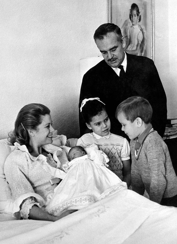 La princesse Stéphanie de Monaco avec ses parents, son frère et sa soeur, le 4 février 1965