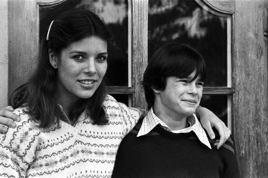 La princesse Stéphanie de Monaco avec sa soeur, en février 1979